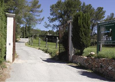Haras-sainte-victoire-entree-aix-en-provence-pension-chevaux